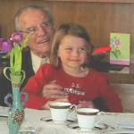 Hans Gut mit Urenkelin Aubrie am 01.04.2011 an seinem 94. Geburtstag