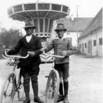 Aufgenommen während eines Jahrmarktes in Ettringen ungefähr 1926 v.l.: Josef Renz und Hans Gut
