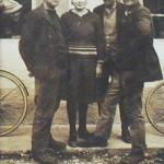 Damalige Wirtin Josefine Strübel mit Gästen