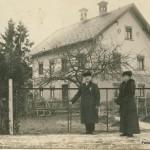 Um 1900 mit Hauptlehrer Anton Miller und Hilfslehrerin Laura Müller