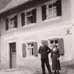 Bis Anfang der 60er Jahre befand sich die Geschäftsstelle der Ettringer Raiffeisenbank in dem Gebäude