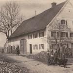 Familie Baur und der Postbote auf dem Anwesen um 1900