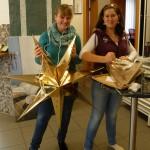 Simone Schweier (strumpfsockig) und ihre Cousine Michaela Schabert sind für die Sterne zuständig