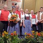 Beim Konzert wurden für 40 Jahre aktives Singen Josefine Steffens und Dieter Kügle sowie für 50 Jahre Erhard Feigl und Hartmuth Schmidt mit Urkunde und Ehrennadel ausgezeichnet.