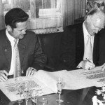 Unterzeichnung der Partnerschaftsurkunden durch die beiden Bürgermeister Fehle und Müller