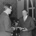 Ev. Pfarrer Linke gratuliert Pfarrer Brazdil zum 50. Geburtstag