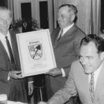 Bürgermeister Hartmann an seinem 60. Geburtstag.Vl.: Bürgermeister Alois Hartmann, Balthasar Riederer, Landrat Otto Weikmann