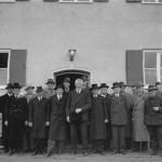 Der Gemeinderat bei der Übergabe des Sechsfamilienhauses am 12.11.1951