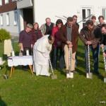 Beim Spatenstich: Pater Michael, Architekt Rainer Heuberger, Kirchenpfleger Walter Scheitle u. Bgm. Robert Sturm