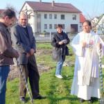 v.l. Kirchenpfleger Walter Scheitle, Pater Shaji, Frau Frieder von der MZ und Pater Michael