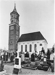 Kirche mit altem Friedhof