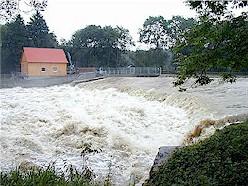 Oberes Wehr bei Hochwasser 2002