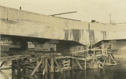 Unterspülter und gesenkter Brückenpfeiler der Ettringer Wertachbrücke nach dem Hochwasser 1931