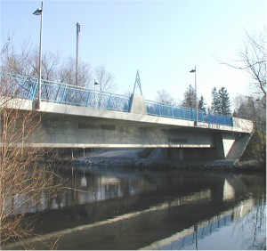 Die 2002 eingeweihte neue Brücke