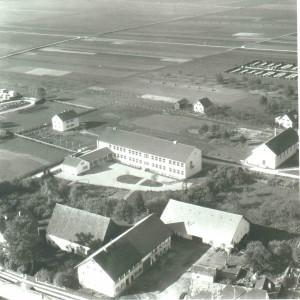 Gigglmaier, Pfarrstadel und Schule 1957