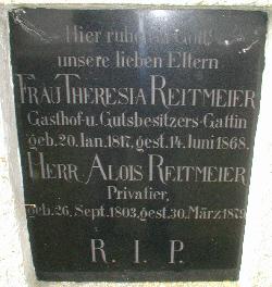 Grabplatte am Mesnerhaus vom ehemaligen Adlerwirt Reitmeier
