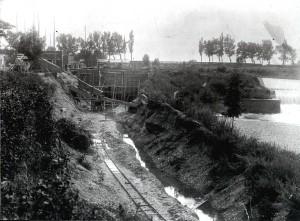 Erdarbeiten am Kanal für die Turbine