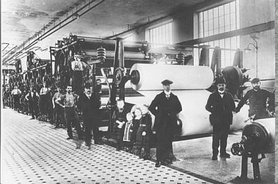 Die PM 1 im Jahre 1911, v. l. Michael Lang, Hermann Lang und 2 Bertriebsleiter
