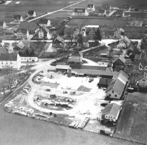 Emil Mayr K.G. und ehemaliges Raiffeisengebäude 1957