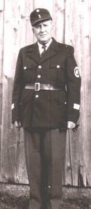 Chef der Polizeiinspektion Herr Ludwig Vogt, Vater von Hermine Mühlbauer