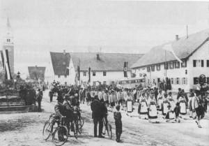 Höhepunkt beim Gaufest 1933 in Ettringen war der Festzug durch die Wertachgemeinde