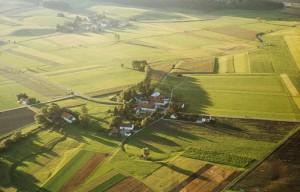 Luftaufnahme von Höfen 1977