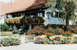 Blumenschmuck in Forsthofen