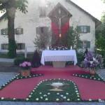 Altar mit dem restaurierten Kreuz