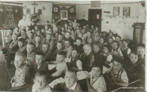 Klassenfoto der Klassen 5-7 mit Lehrer Kuchenbaur 1934