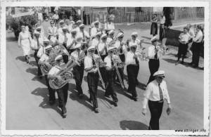 Die 22 Mann starke Festkapelle unter der Stabführung ihres Dirigenten Josef Walleshauser