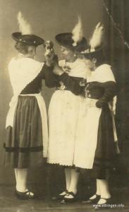 Trachtler 1932: Mitte Kathi Gilg verh. Böck