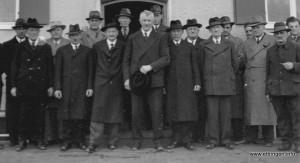 Der Ettringer Gemeinderat  um Bürgermeister Lang im Jahr 1951