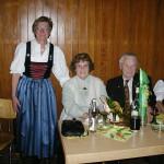 Ottilie und Georg Lang wurden für 30 Besuche beim Weinfest geehrt
