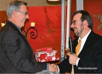 Bei der Jahresabschussfeier in Ettringen wurde niemand vergessen. Viele waren in Bürgermeister Sturms Augen Sterne, die die Gemeinde erstrahlen lassen. Sie zu ehren war ihm ein wichtiges Anliegen, dem er gerne nachkam. Foto: Weihrauch