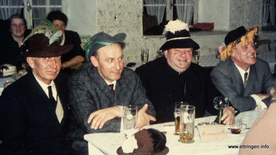 v.l. Bgm. Pfänder Traunried, Bgm. Sirch, Pfarrer Britzelmeier u. Hauptlehrer Hamperl