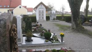 """Besonders diese zwei Baumaßnahmen wurden gelobt: das Haus der Vereine in Traunried und das jetzt """"klingende"""" Mesnerhaus. Zudem gefiel der Jury die Friedhofsgestaltung, bei der neue Urnenwände gut neben alten Grabstellen integriert worden seien, sehr gut."""