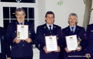 Wolfgang Rauch (von links), Johann Schmid und Erich Schlichting erhielten für 40 Jahre Dienst eine besondere Ehrung.