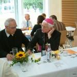 Tischgespräch mit Pater Michael und Prälat Konstantin Kohler.Bild: Hartmuth Schmidt