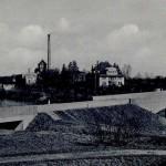1929 wurde eine massive Steinbrücke mit einem Mittelpfeiler errichtet