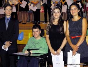 """Glückliche Gesichter auch bei den Klassenbesten der V2"""": Dominik Jenik, Manuel Burkart, Kinga Toldi und Aloe Riedl Gonzales (von links)."""
