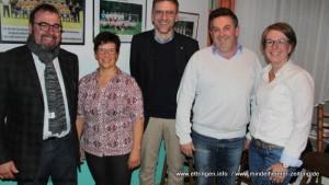 Bürgermeister Robert Sturm (links) gratuliert dem neuen Vorstand des TSV 1913 Ettringen (von links) Helga de Paly, Peter Flö- ring, Armin Gödrich und Petra Hämmerle.