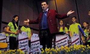 Dirigent Bernd Schmidt hat allen Grund, auf die Leistungen seiner Musikerinnen und Musiker der Blaskapelle Ettringen stolz sein. Foto: mindelheimer-zeitung.de