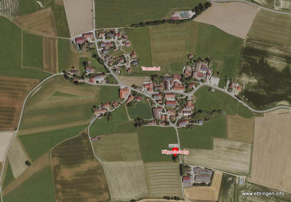 Die Gruppe aus Linden und einem Kreuz wurde vom Landkreis UA als Naturdenkmal ausgewiesen