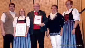 Ehrungen beim Liederkranz Ettringen. Auf dem Foto (von links): Richard Hoffmann, Irmgard Ressel, Thomas Müller, Christel Holdenried, und Christa Stiegeler. Foto: Erika Müller