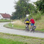 Von Anhofen nach Markt Wald haben die Radler einen leichten Anstieg zu bewältigen. Bild: Augsburger Allgemeine.