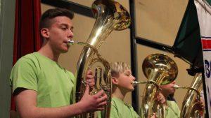 """""""Früh übt sich, wer ein Meister werden will"""" ist das Motto der Musikanten in der Jugendkapelle Ettringen."""