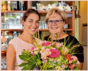 Claudia Foldenauer (rechts) übergab zum 1.Juli das Café Kellerberg an ihre Nachfolgerin Helena Walter (Bild MZ)