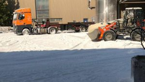 Eine weiße Schicht bedeckte nach dem Unfall das Firmengelände von Aviretta in Ettringen.Foto: mz-online.de