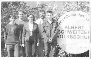 v.l.: Anton Müller 9a, Systembetreuer Stefan Bader, Ute Wolfram, Bgm. Robert Sturm und Raphael Meitinger 9a