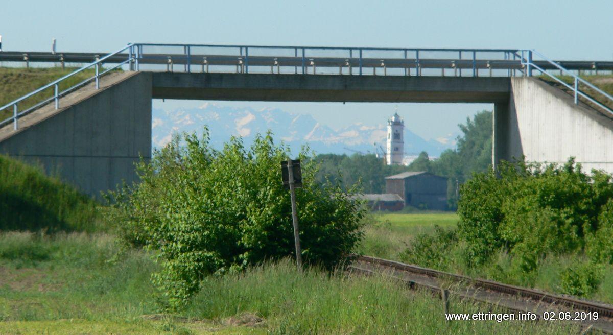 Blick durch die Bahnunterführung nach Süden